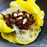 Hähnchen-Wrap auf Salatblatt