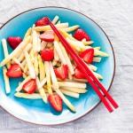 Spargel mit Erdbeere-Balsamico-Sauce