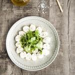 Büffel-Mozzarella mit Oregano und Olivenöl