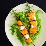 Gegrilltes Halloumi-Melone-Spießchen